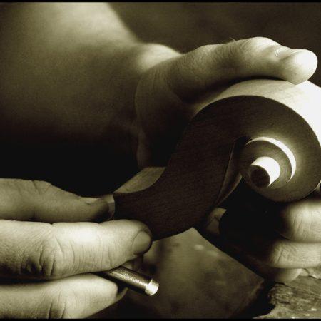 Detail řezbářské práce