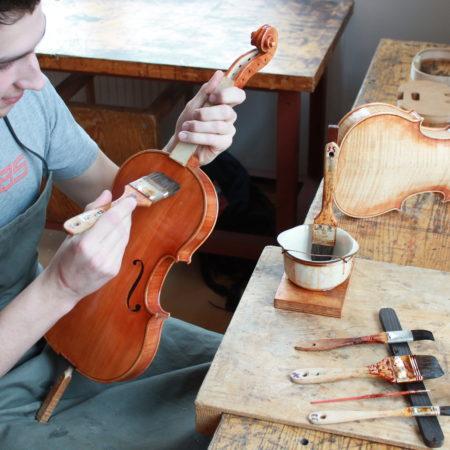 Práce houslaře